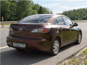 Секрет успеха (Ford Focus, Mazda 3, Mitsubishi Lancer) 3 - Mazda 3 2011 вид сзади