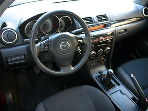 Mazda 3 2006 салон