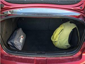 Mazda 3 2006 багажное отделение