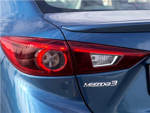 Mazda 3 2017 задний фонарь