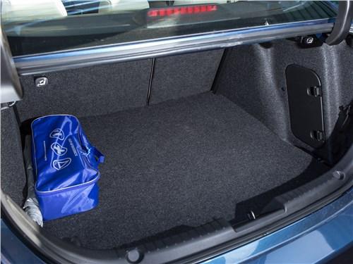 Mazda 3 2017 багажное отделение