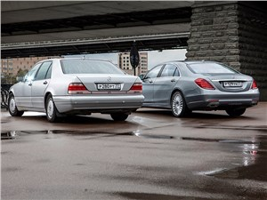 Mercedes-Benz S 500 LONG W222 и W140 вид сзади