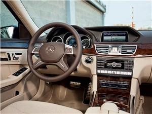 Предпросмотр mercedes-benz e 350 4matic 2013 водительское место