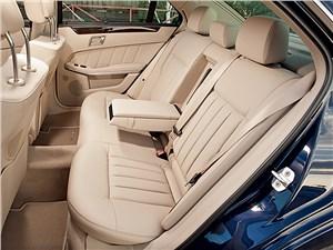 Предпросмотр mercedes-benz e 350 4matic 2013 задний диван