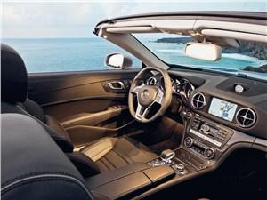 Mercedes-Benz SL 63 AMG 2012 водительское место