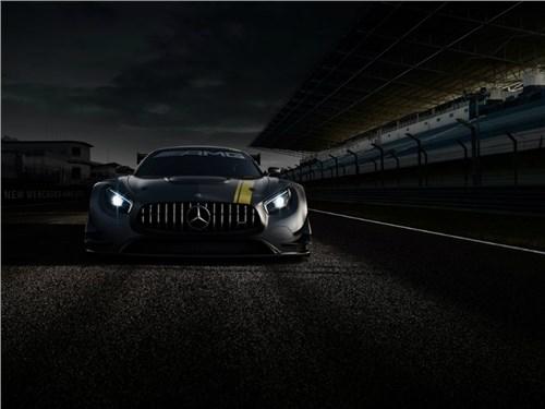 Mercedes-AMG привезет в Женеву новый концептуальный седан