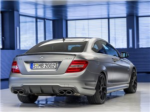 Mercedes-Benz E-Class AMG - Mercedes-Benz Е63 AMG 2013 вид сзади