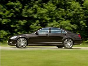 На круги своя S-Class AMG - Mercedes-Benz S-Klasse 2010 вид сбоку