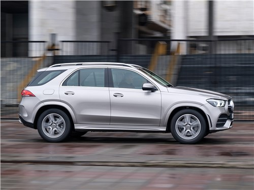 Mercedes-Benz GLE 2020 вид сбоку