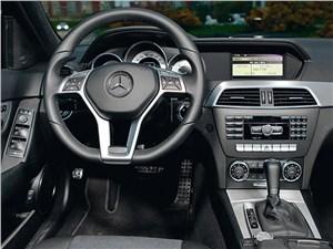 Mercedes-Benz C-Klasse 2012 водительское место