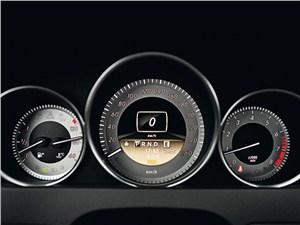 Mercedes-Benz C-Klasse 2012 приборная панель