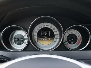 Предпросмотр mercedes-benz c-klasse 2012 приборная панель