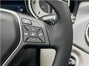 Предпросмотр mercedes-benz cla-klasse 2013 кнопки управления на руле