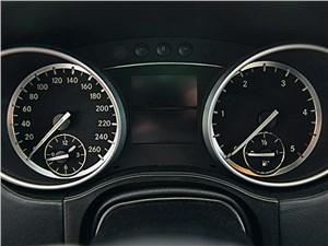 Mercedes-Benz ML 350 2008 приборная панель