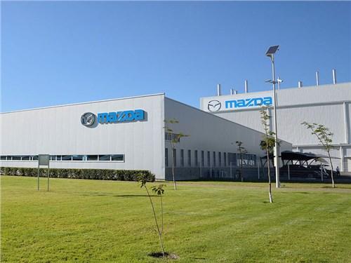 Mazda будет собирать двигатели в России