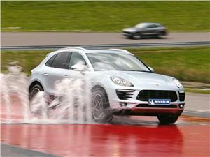 Michelin Latitude Sport 3 : Спец по мокрому