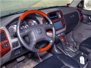 Mitsubishi Pajero 2005 водительское место