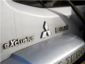 Mitsubishi Pajero 2005 шильдики