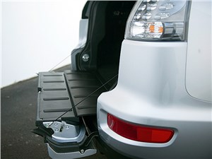 Mitsubishi Outlander XL 2007 порог багажника