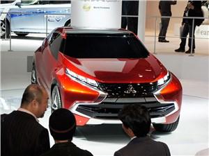 Mitsubishi XR-PHEV concept 2013 вид спереди