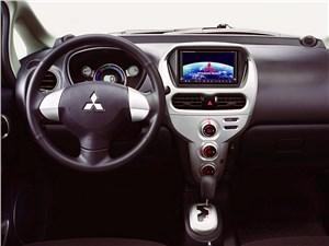 Mitsubishi i-MiEV 2009 органы управления и приборы