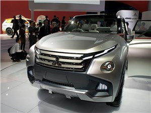 Mitsubishi GC-PHEV concept 2013 вид спереди