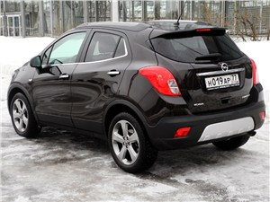 Opel Mokka 2012 вид сзади