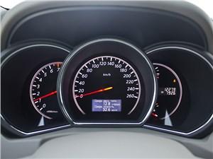 Nissan Murano 2010 приборная панель