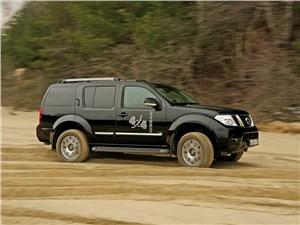 Nissan Pathfinder 2010 вид сбоку