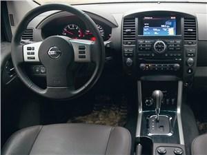 Nissan Pathfinder 2010 водительское место