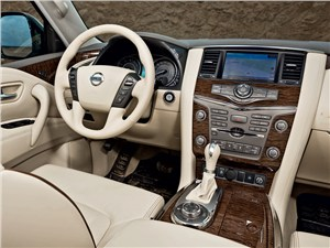 Nissan Patrol 2010 водительское место