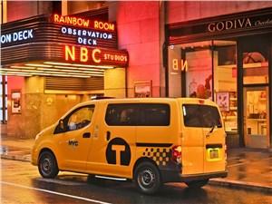 Предпросмотр nissan nv200 taxi 2014 вид сзади