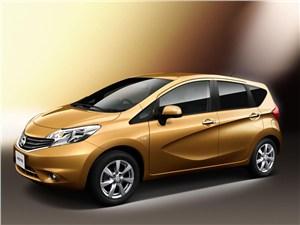 Большие возможности в малом формате (Citroen C3 Picasso,Honda Jazz,Nissan Note,Opel Meriva,Hyundai Matrix,Skoda Roomster) Note - Nissan Note 2013 вид спереди