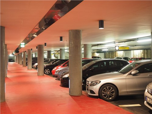 Президент поручил признать парковочные места в зданиях новым видом недвижимого имущества