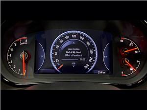 Opel Insignia Country Tourer 2014 приборная панель