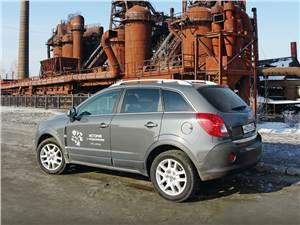 Opel Antara 2012 вид сбоку