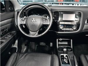 Mitsubishi Outlander 2012 водительское место