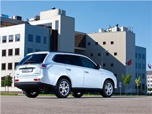Mitsubishi Outlander 2013 вид сзади