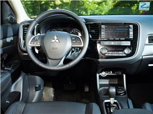 Mitsubishi Outlander 2013 водительское место