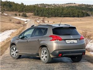 Peugeot 2008 2013 вид сбоку сзади