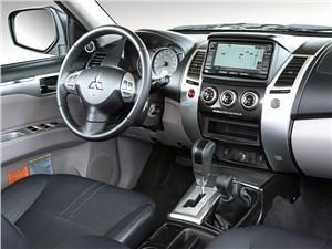 Mitsubishi Pajero Sport 2013 водительское место фото 2