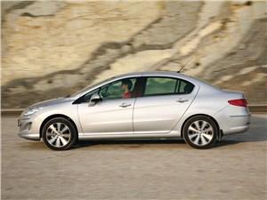 Peugeot 408 2011 вид сбоку