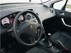 Peugeot 408 2011 водительское место