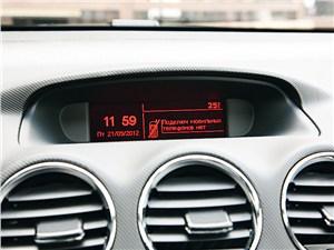 Предпросмотр peugeot 408 2011 монитор