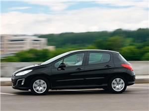 Peugeot 308 2011 вид сбоку