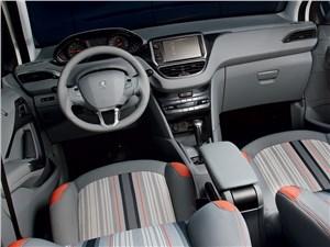 Peugeot 208 2013 водительское место