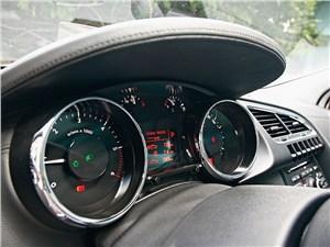 Peugeot 3008 2010 приборная панель