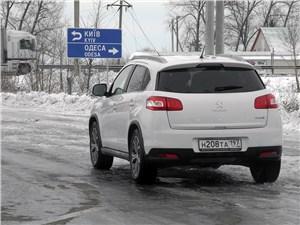 Peugeot 4008 2012 вид сзади