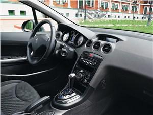 Peugeot 408 2010 водительское место
