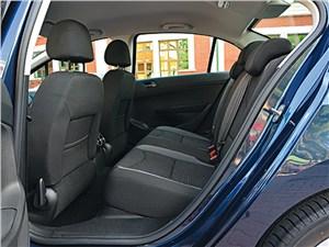 Peugeot 408 2010 задний диван
